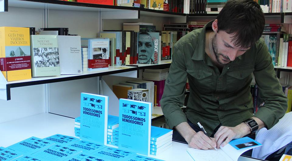 Firma-en-la-Feria-del-Libro-2013