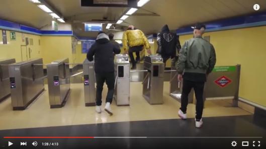 Costa, Natos y Waor, colarse en el metro